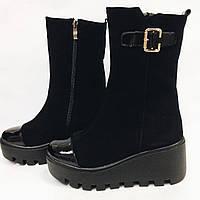 Зимние женские ботинки из натурального замша на тракторной платформе