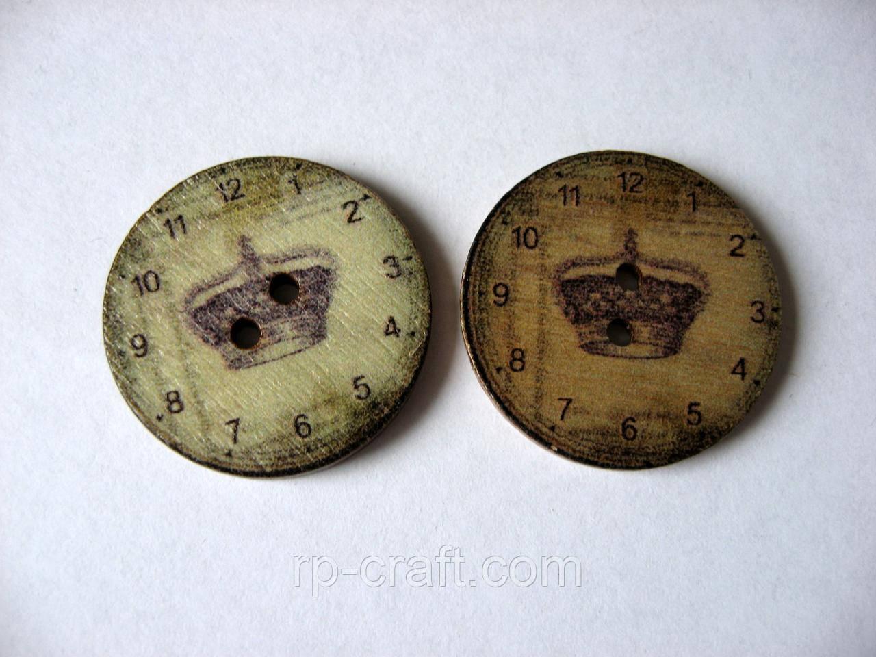 Гудзик дерев'яний, декоративний. Годинник з  короною, 25 мм