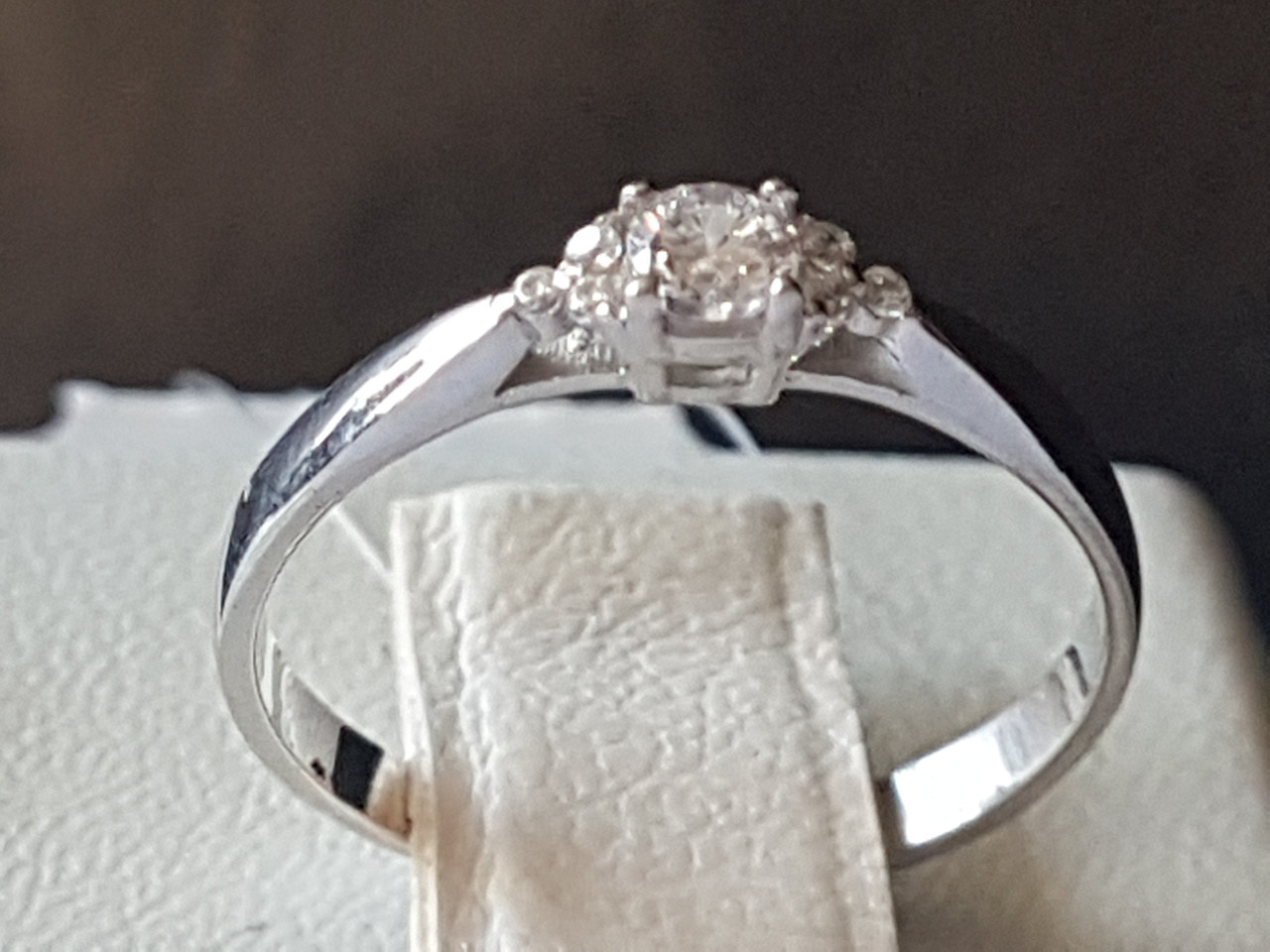 Серебряное кольцо с фианитами. Артикул 901-01005 16,5
