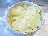 Лепестки роз искусственные Светло-лимонные (150-170 шт/уп)