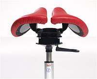 Эргономичный стул седло Salli Swing позволяет сидящему наклонять сиденье в разные стороны