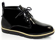 Лаковые женские короткие ботинки на шнуровке