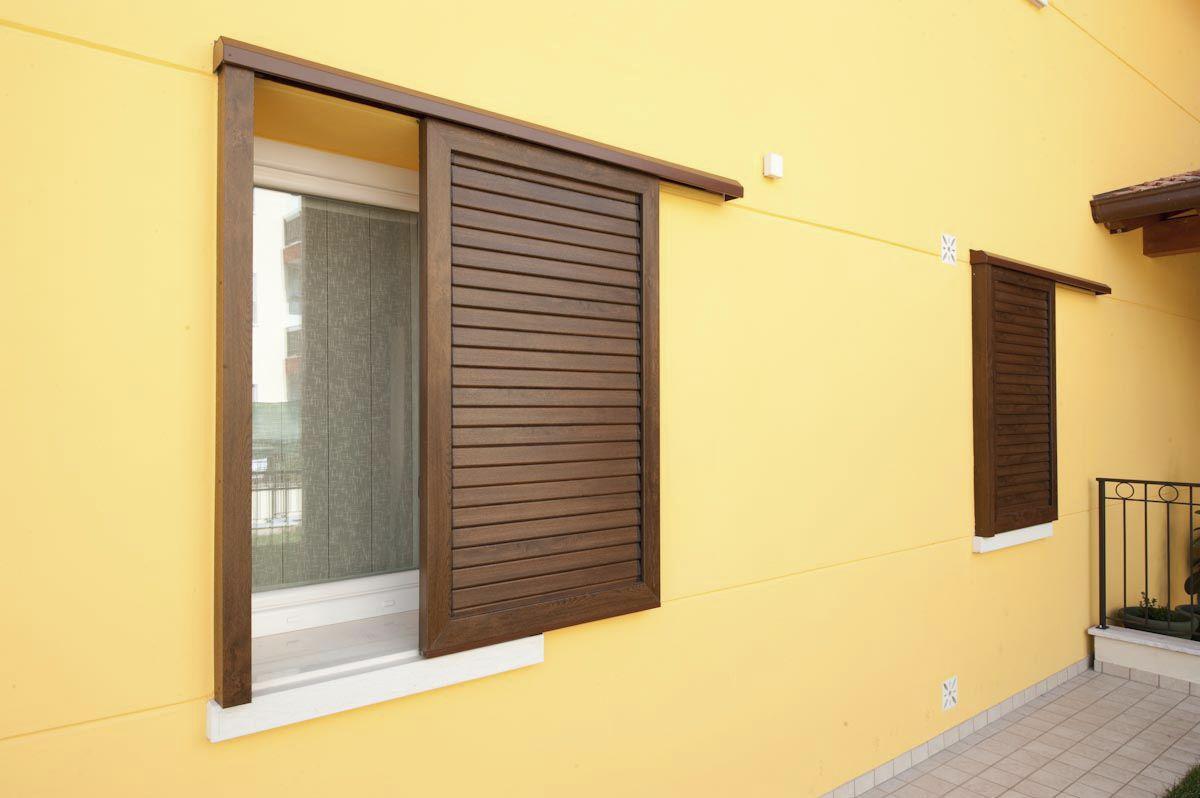 Алюминиевые раздвижные ставни на окна