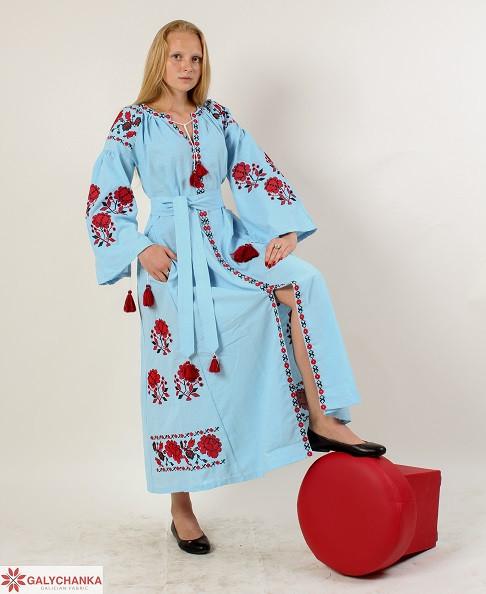 Нарядное платье-вышиванка в пол в голубом цвете