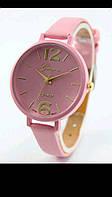 Розовые стильные женские часы на ремешке