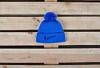 Яркая голубая зимняя шапка найк (Nike) с бубоном
