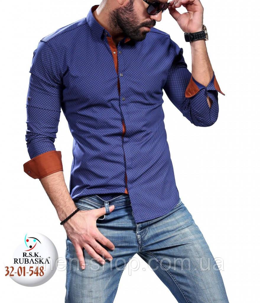 Красивая синяя мужская рубашка с бордовыми манжетами