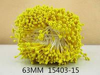 Тычинки на нитке яркий желтый