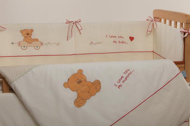 Вышивка и аппликация на постельке My Mammy Red