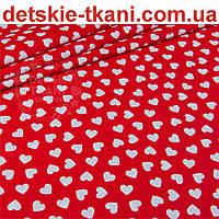 Ткань бязь с разносторонними сердцами на красном фоне, № 942