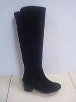 Осенние женские сапоги из замши черного цвета на полную ножку