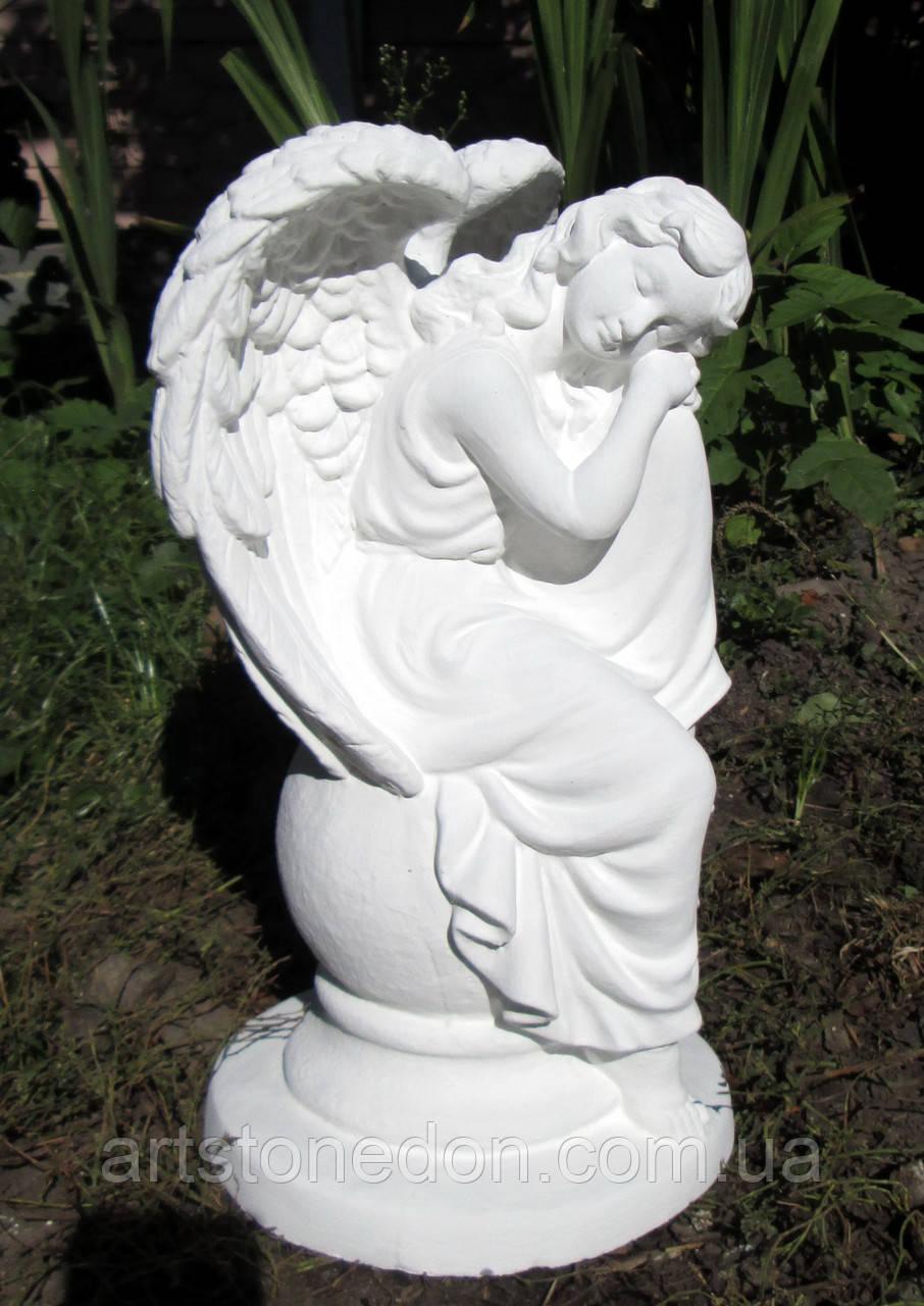 Скульптуры ангелов для памятников. Статуэтка Ангел сидящий на шаре из бетона 36 см