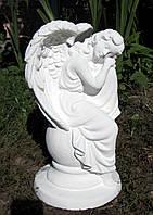 Скульптуры ангелов для памятников. Статуэтка Ангел сидящий на шаре из бетона 36 см, фото 1