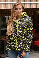 Женская демисезонная молодежная короткая куртка со звездами 90224
