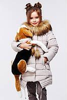 Яркая зимняя курточка с капюшоном для девочки