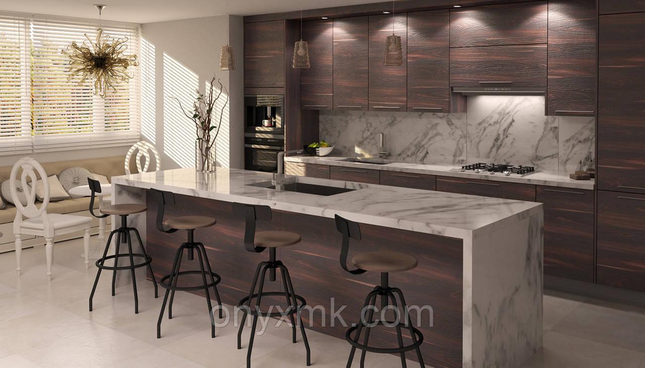 Кухонная мебель с мраморной столешницей