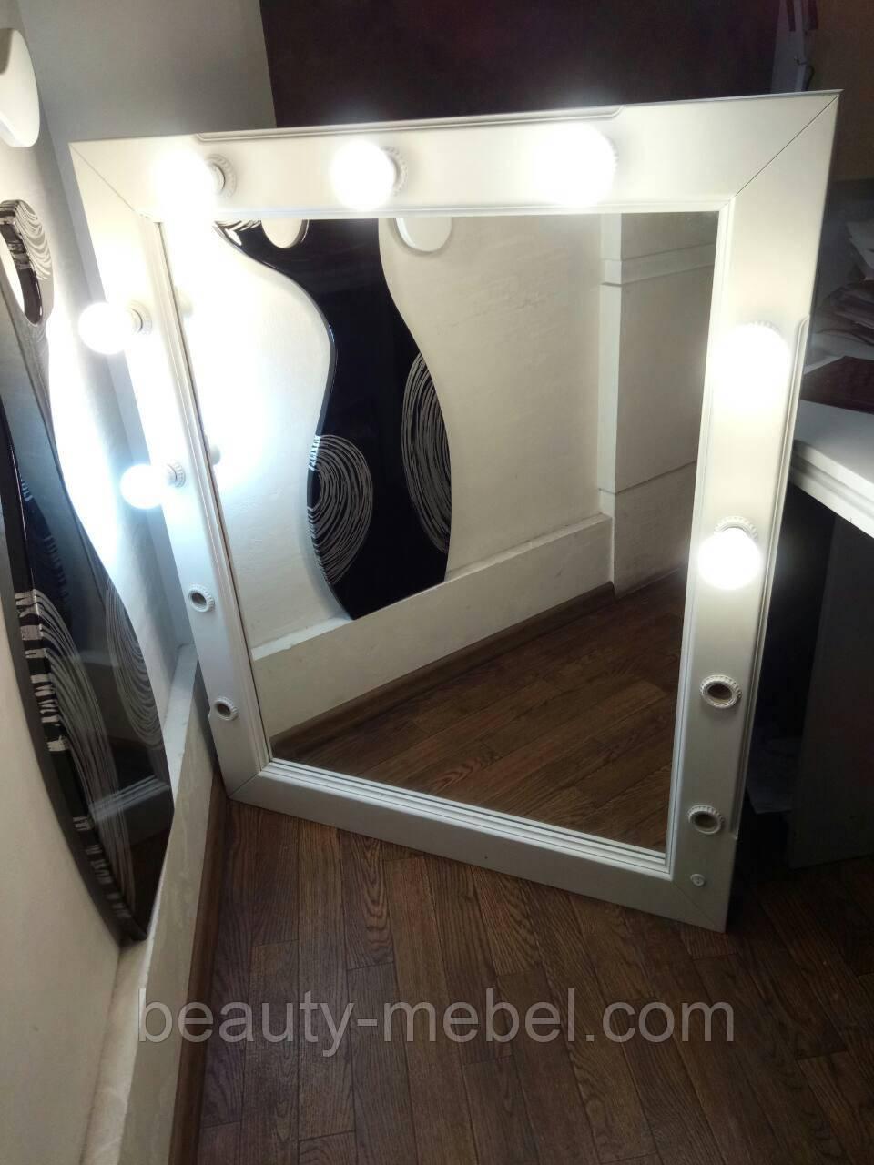 Настенное зеркало с подсветкой натуральное дерево, белого цвета