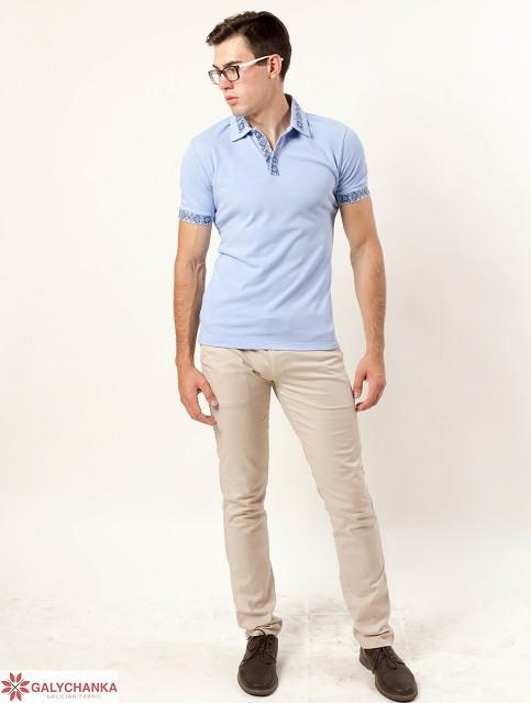 Стильная мужская футболка-поло  воротник и рукава декорированы машинной вышивкой