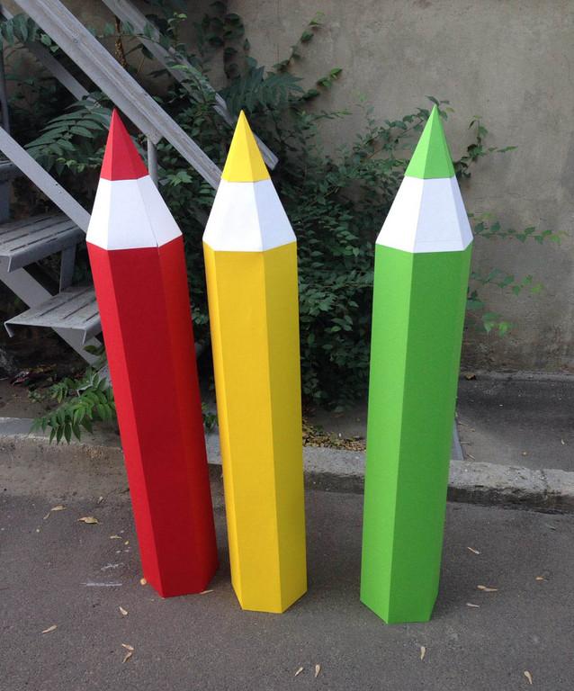 Декоративные карандаши высотой 1 м.