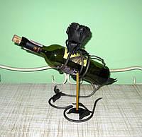 Кованый держатель для винной бутылки с подсвечником