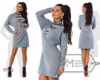 Платье-свитер А-покроя мини из ангоры софт с V-образной горловиной из ангоры-резинки, рукавами на манжетах