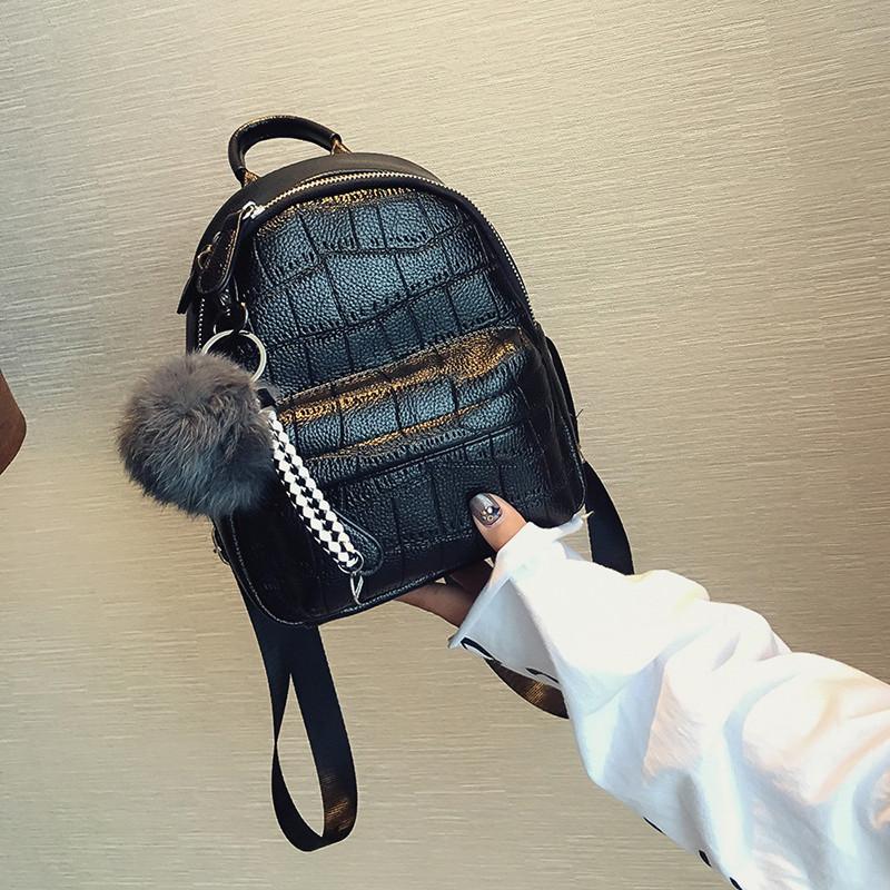 Рюкзак мини женский с тиснением под кожу крокодила и помпоном (черный) 88fc60fd199