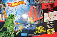 Трек Hot Wheels с крокодилом и змеей