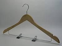 Светлая деревянная вешалка 44,5см для костюма с прищепками на металлической перекладине