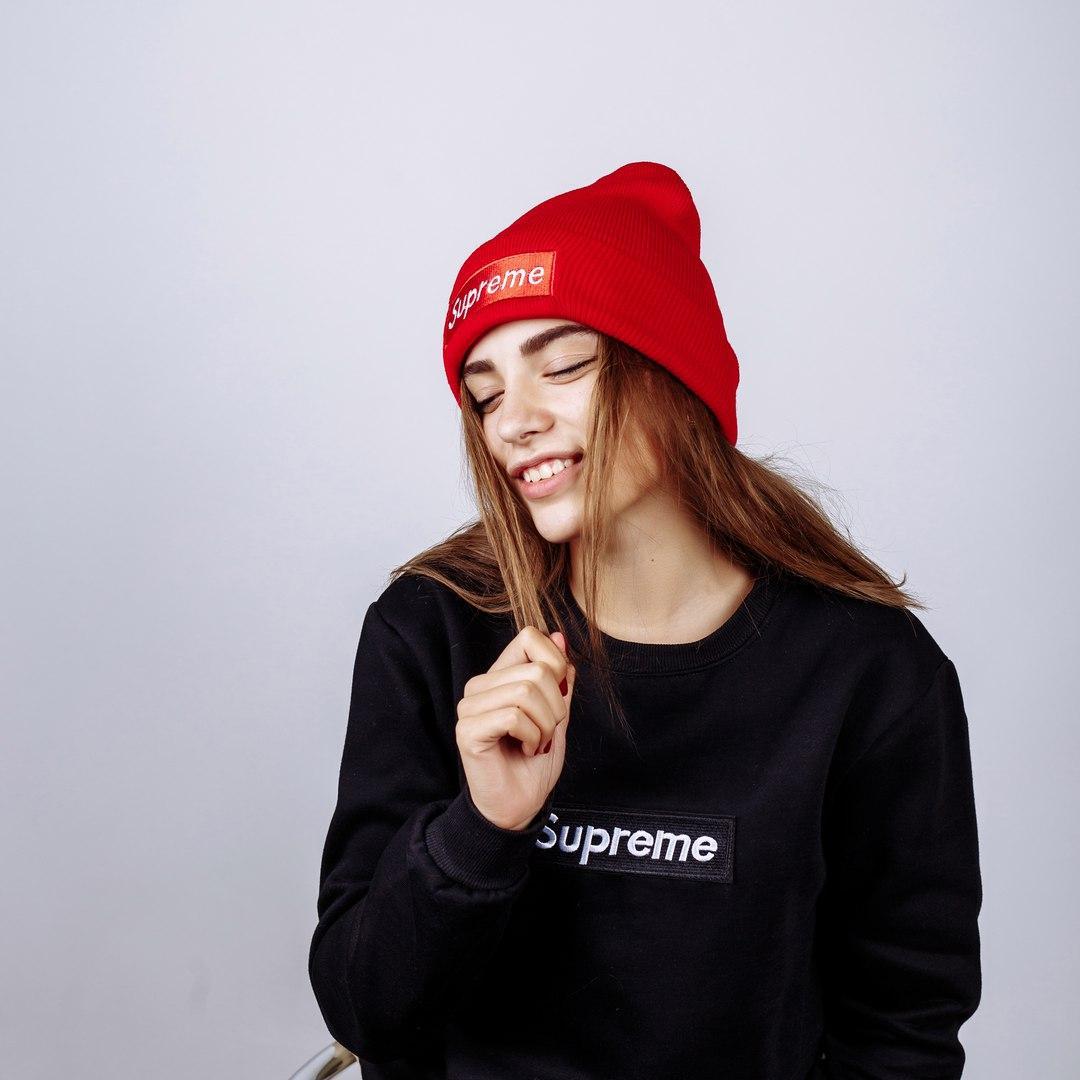 Шапка жіноча Supreme Red - Інтернет-магазин одягу та аксесуарів