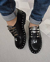 Туфли женские кожаные черные на низком ходу с сережкой