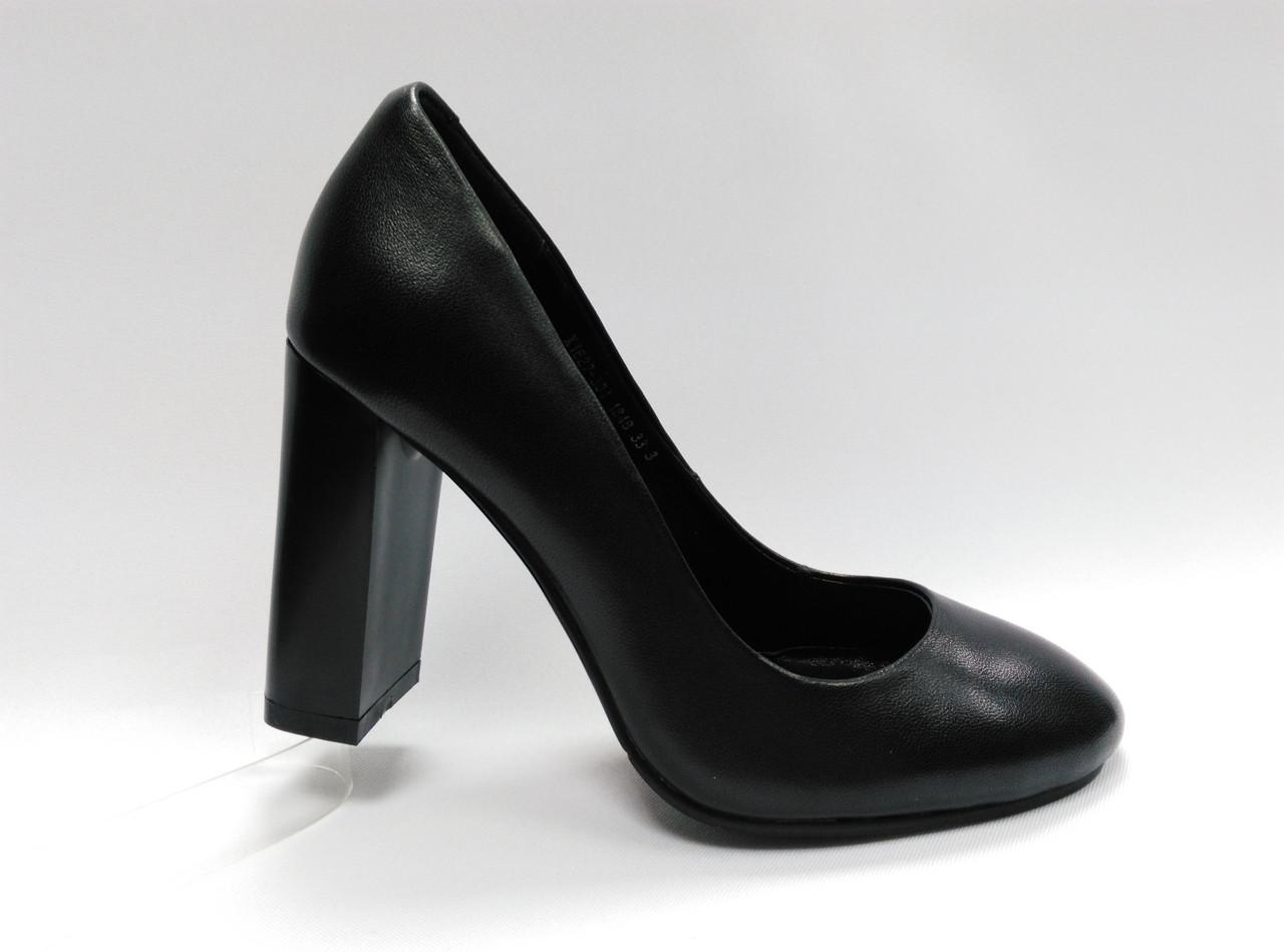 Кожаные туфли на каблуке Erisses .Маленькие ( 33 - 35 ) размеры.