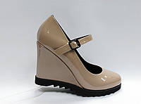 Бежевые туфли Еrisses на танкетке с ремешком . Маленькие размеры (33 - 35 ).
