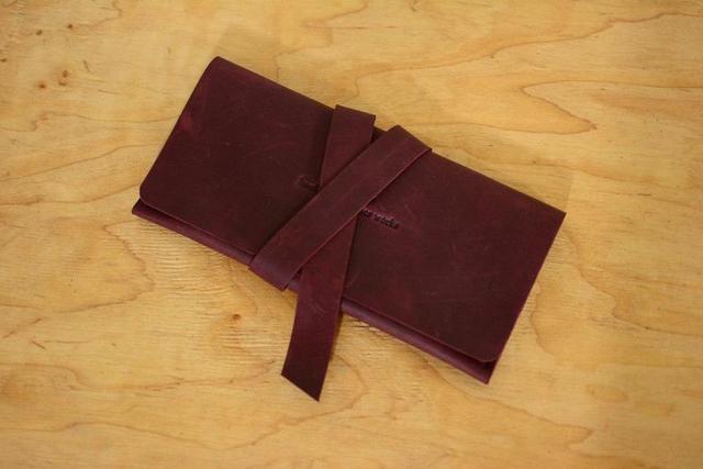 Кожаный кошелек клатч на закрутке бордовый
