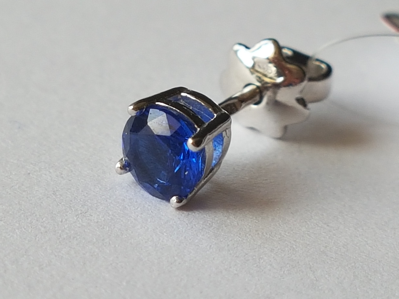 Серебряная серьга с фианитом. Артикул 902-00093