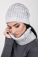 Вязаный женский комплект шапка и хомут светло-серого цвета
