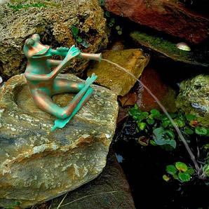 Фигурка для фонтана, лягушка с флейтой