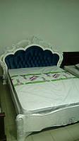 Кровать резная из дерева ручной работы белая