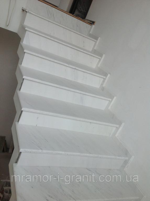 Мраморная лестница 1