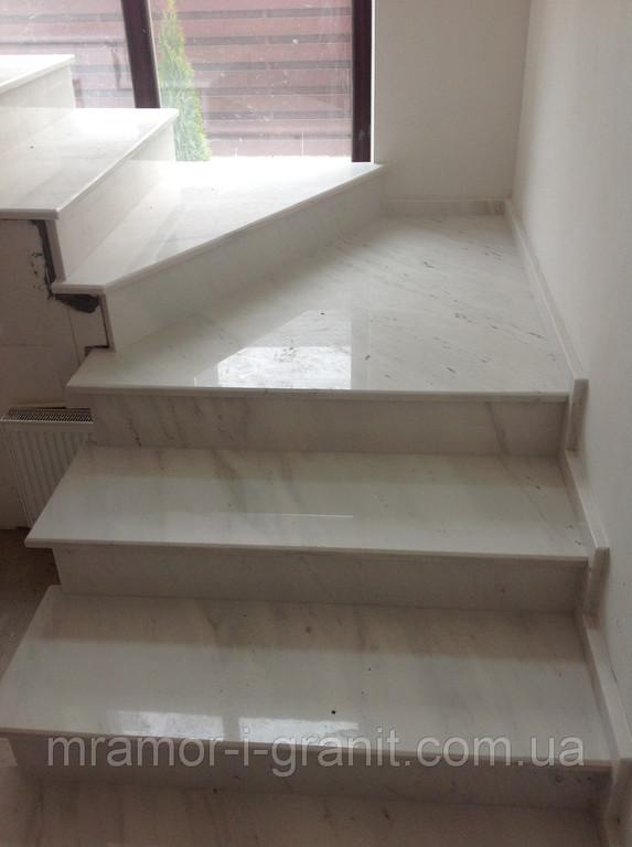 Мраморная лестница 4