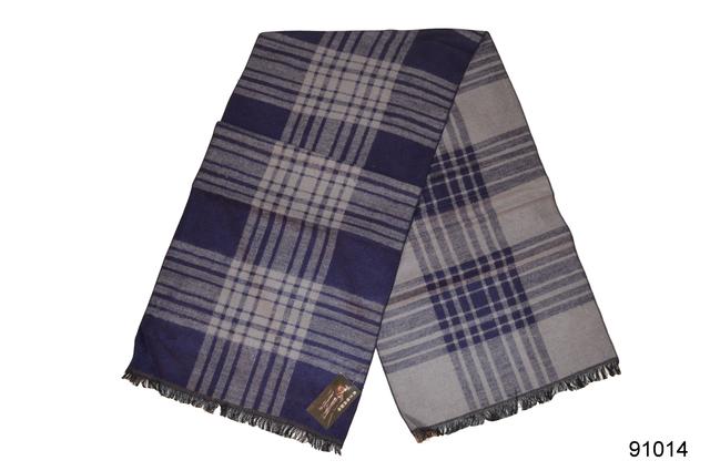 Фото мужского синего кашемирового шарфа на осень 2