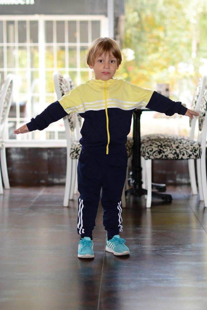 Детский спортивный костюм из двунити с капюшоном.