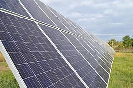 Смонтированное поле солнечных панелей