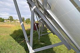 Поле солнечных батарей вид сбоку