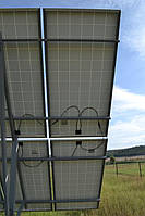 Тыльная сторона поля фотомодулей Perlight Solar