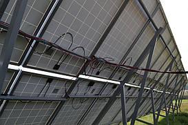 Тыльная сторона поля солнечных панелей Perlight Solar