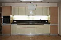 Встроенная кухня с гнутыми фасадами