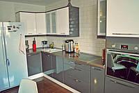 Кухня угловая серая