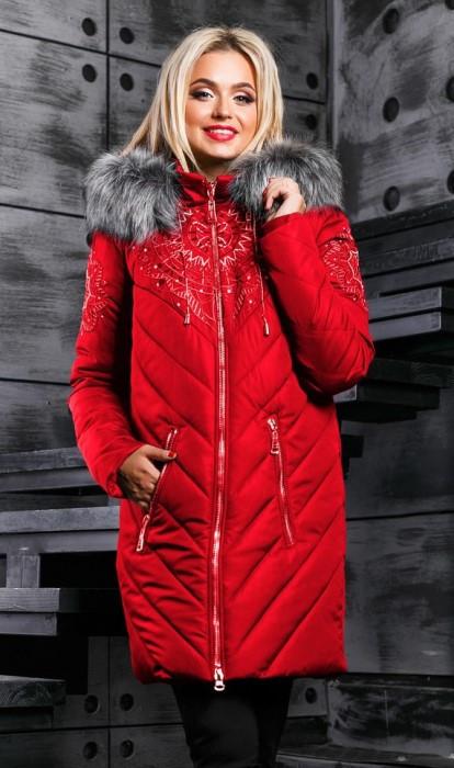 Зимняя куртка-пуховик красного цвета