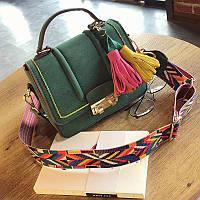 Стильная женская сумка с бахромой зеленая