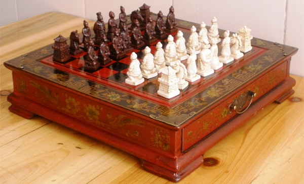 Шахматы антиквариат 44*44 см китайские подарочные (столиком)